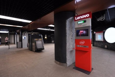 Стойки для зарядки гаджетов заработали на 30 станциях московского метро