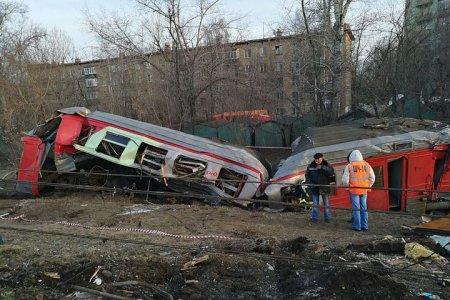 Пассажирский поезд «Москва — Брест» столкнулся с  электричкой