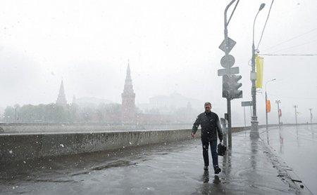 Синоптики пообещали гололедицу и снег в Москве 9 мая