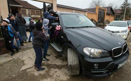 Кавказские свадьбы со стрельбой и сотней Mercedes запретят