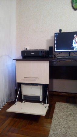 Сделал себе компьютерный стол.